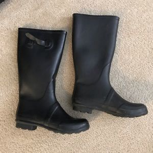 Shoes - Size 9 black womens rainboots or snow boots